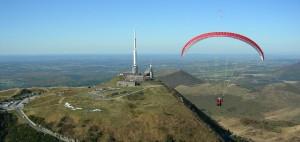 flying-puy-de-dome-ecole-de-parapente-biplace-sommet-delta